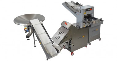 Bread cutting and packaging line
